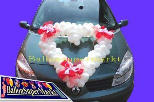 Herz aus Luftballons Autodekoration Hochzeit