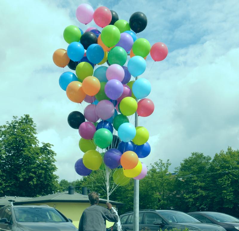 So viele Luftballons müssen sie ja nicht gleich bei uns kaufen